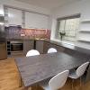 Halli-valge kombinatsiooniga köök
